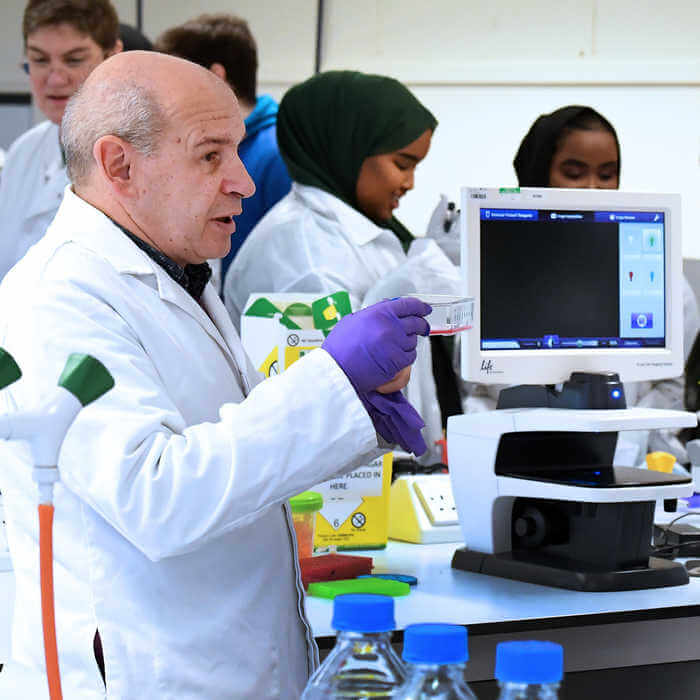 biomedical sciences lecturer explaining experiment in laboratory