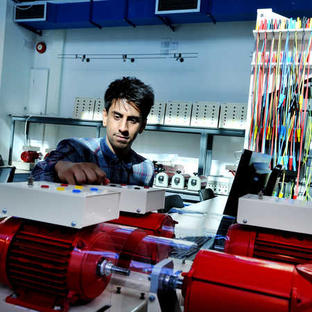 undergraduate student in electronic-and-electrical-engineering facilities