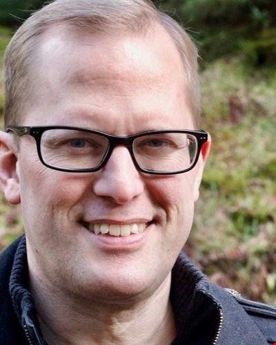 Dr Stuart Andrews