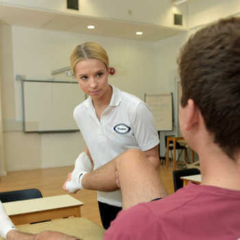 physiotherapy-students-at-brunel-university-london-practicing-in-a-skills-lab-4